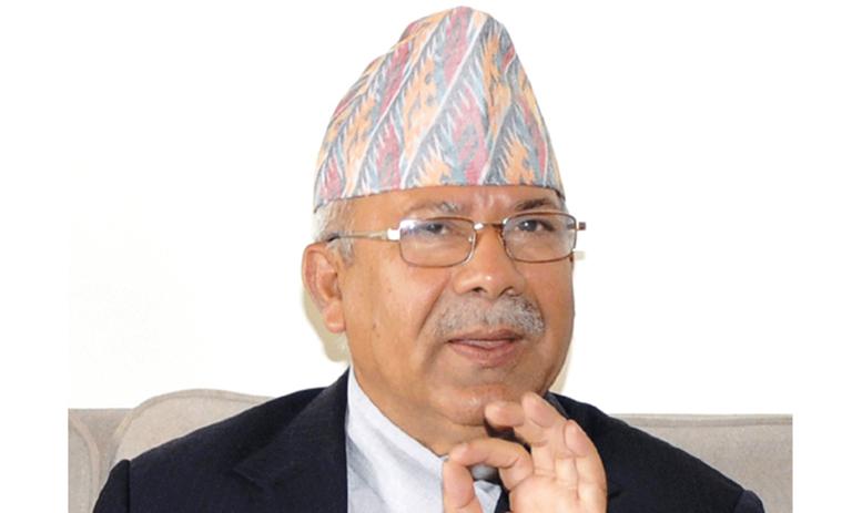 काम गर्न खोजेपनि सरकार लरवरिएजस्तो देखियोः माधव नेपाल